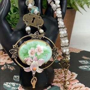 Floral ceramic lily religious medal pearl necklace